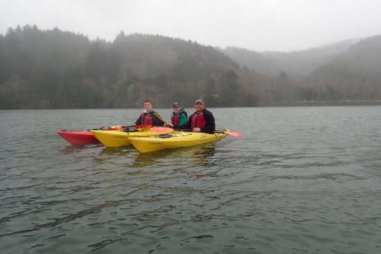Tillamook, Όρεγκον: Even the Pacific NW rain couldn't keep the fun away. Very beautiful area to paddle.