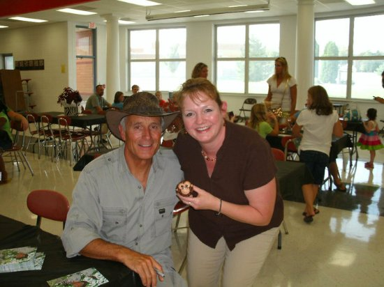 Whitewater, WI: Karen (holding one of her cupcakes) with famous guest Jack Hanna