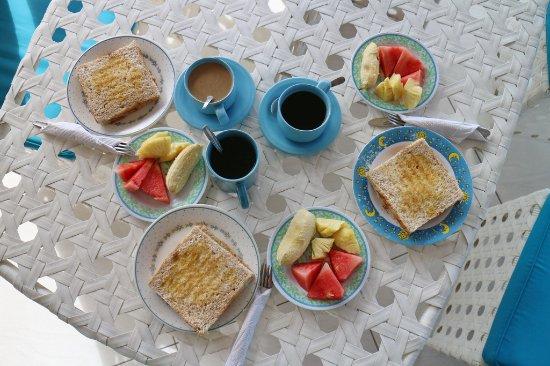 Padangbai, Indonesien: завтрак