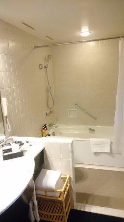 Hotel Granvia Kyoto: Very large Bathroom!!!