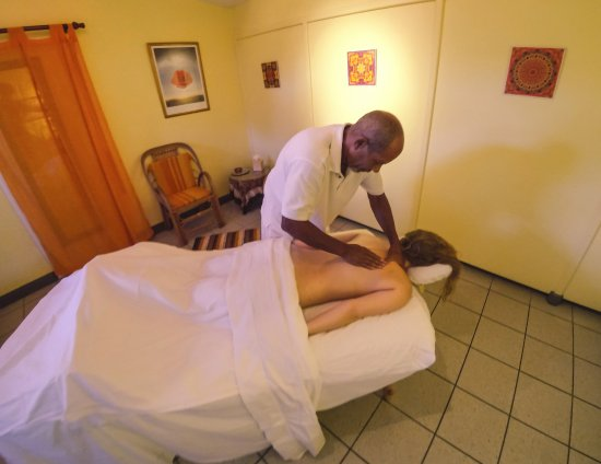 Kariwak Village Holistic Haven and Hotel: Massage by Anthony