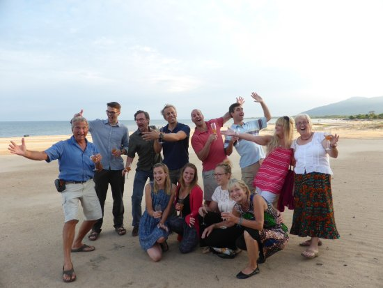 Chintheche, Malawi: Bubbly on the beach - Not a bad life!
