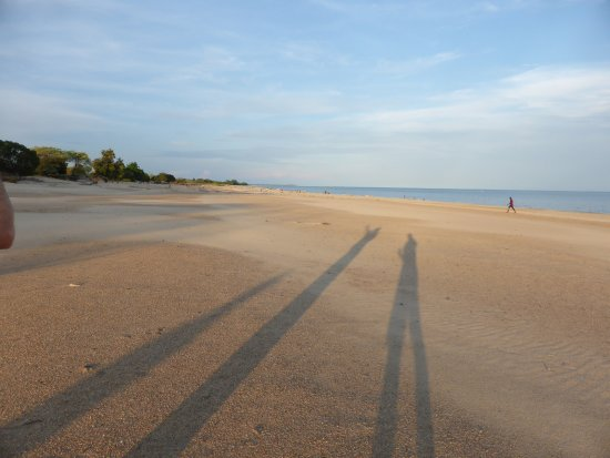 Chintheche, Malavi: Late afternoon on the beach