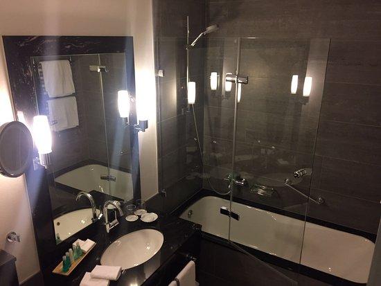 modernes Badezimmer - sehr schön - Bild von Steigenberger Inselhotel ...