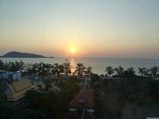 Andaman Beach Suites Hotel: Sun set view from room