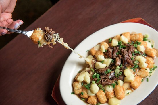 Plainville, Коннектикут: Tater Tot Poutine with Short Ribs