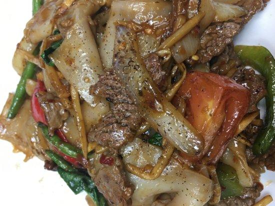 Newburyport, MA: Drunken Noodles Beef