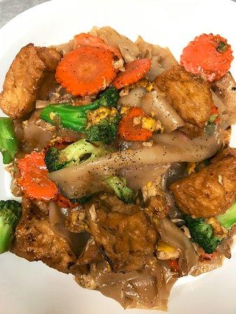 Newburyport, MA: Pad See Ew Tofu