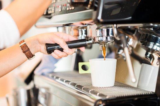 Oberhofen am Thunersee, Suiza: Dalla Corte Maschine mit Adrianos Kaffee