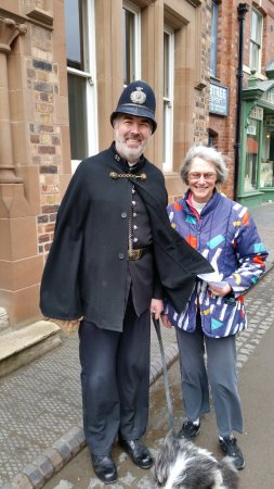 Ironbridge, UK: Fair cop who sings the laughing policman song in the pub.