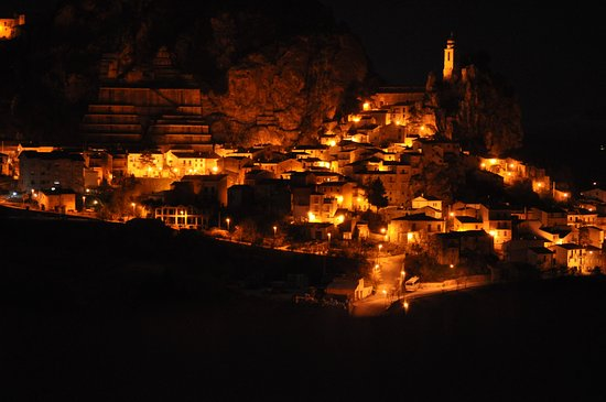 Bagnoli del Trigno, Italia: Bagnoli in Notturna
