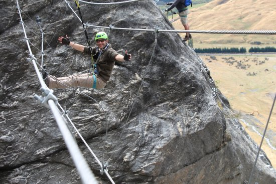Wanaka, Nueva Zelanda: Test you level of trust with climbing equipment and heights!