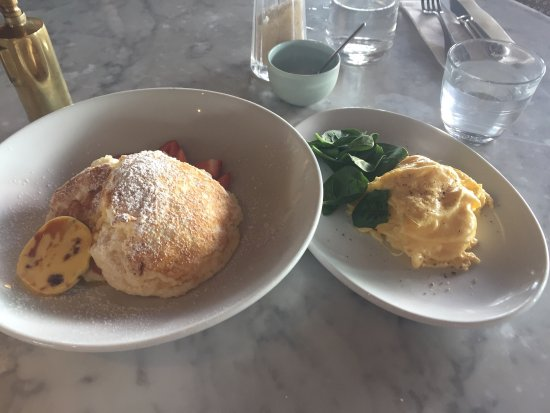 Bondi, Αυστραλία: I wanted both eggs and cakes... and they made it happen!