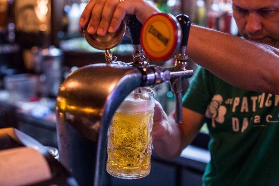 The Basement English Pub: Chop sempre geladinho! Ideal para o happy hour.