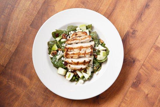 Black Wood's Bar & Grill: Pomegranate Chicken Salad