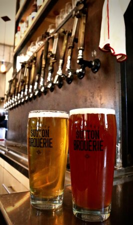 ซัตตัน, แคนาดา: Achetez-vous un verre pour déguster notre bière dans le confort de votre salon!