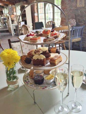 Slane, Ireland: Sparkling Afternoon Tea