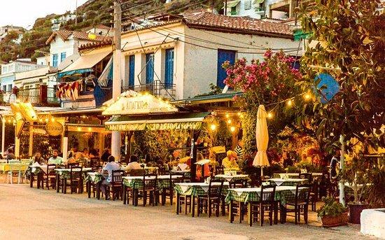 Beautiful evening in Apagio taverna!