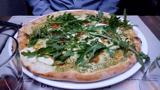 Castelletto sopra Ticino, Italia: pizza con il pesto