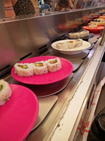 le fameux tapis roulant garnis photo de asia restaurant chasseneuil du poitou tripadvisor