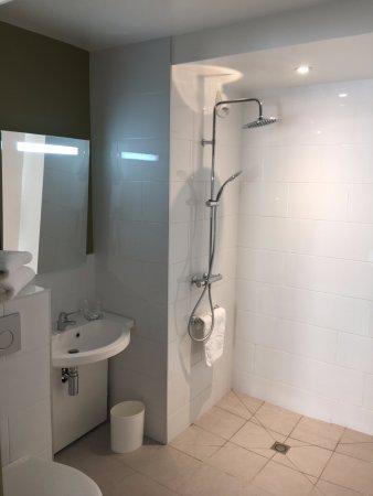 Belley, Prancis: salle de bain rénovée