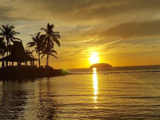 Sunset Bar at Shangri-La's Tanjung Aru Resort and Spa: 20170326_111610_large.jpg