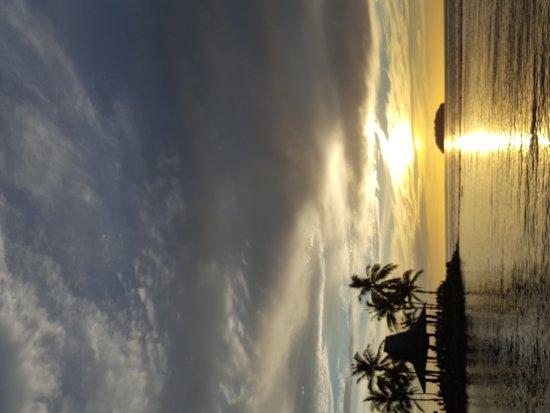 Sunset Bar at Shangri-La's Tanjung Aru Resort and Spa: 20170326_110653_large.jpg