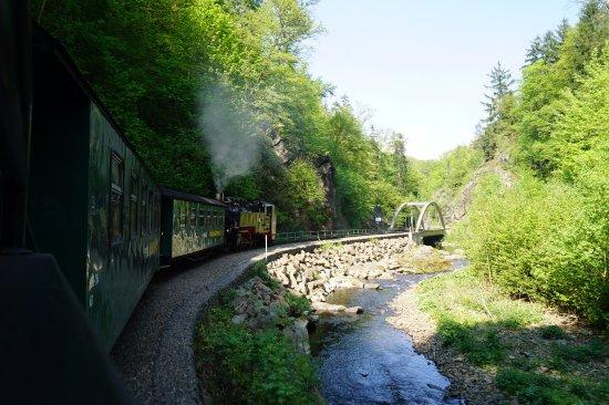 Freital, Tyskland: 渓谷に沿って走ります。