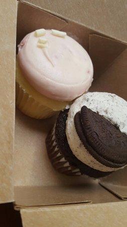 Maxie B's: Raspberry and Oreo Cupcakes