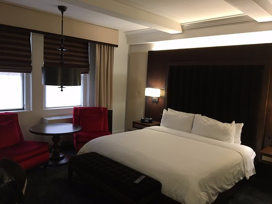 The Tuscany - A St Giles Signature Hotel: Bed & pillows super comfortable