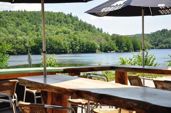 Wakefield, Canada: Sit at our outdoor bar and enjoy the view!