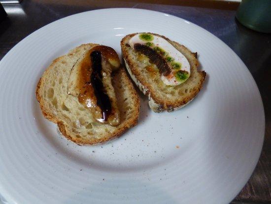 Aurillac, França: Toast de foie gras frais et carpaccio de champignons en mise en bouche