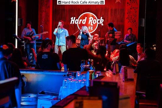 Hard Rock Cafe: Live music