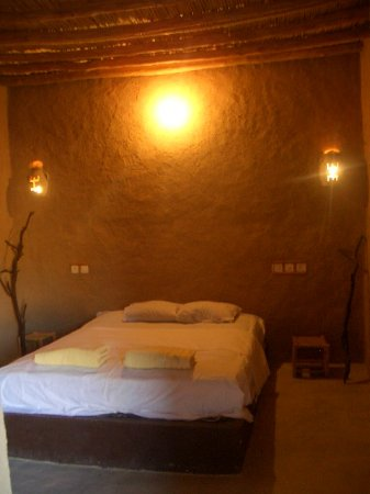 Tafraoute Sidi Ali, โมร็อกโก: dicoration of room with bed