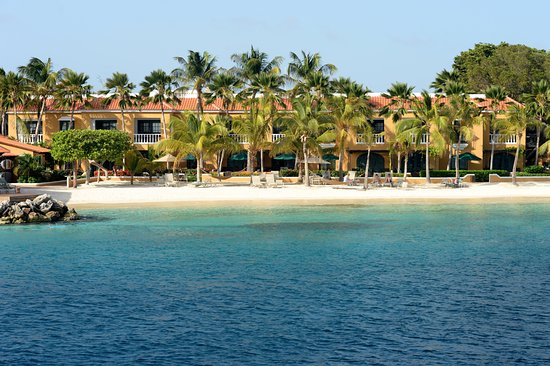Harbour Village Beach Club: View of the beach from the sea