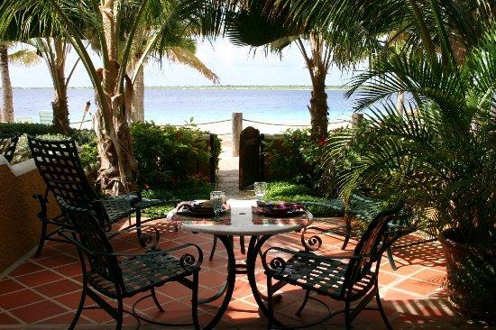 Harbour Village Beach Club: Beachfront suite patio