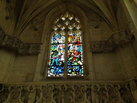 Amboise, France: Vitrail de la Chapelle où repose Léonard de Vinci