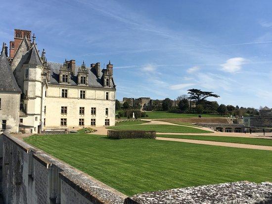 Amboise, France: Vue sur le château depuis les remparts