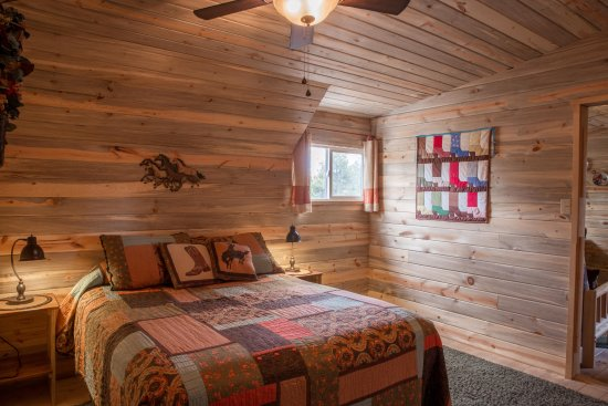 Monticello, UT: spacious bedroom
