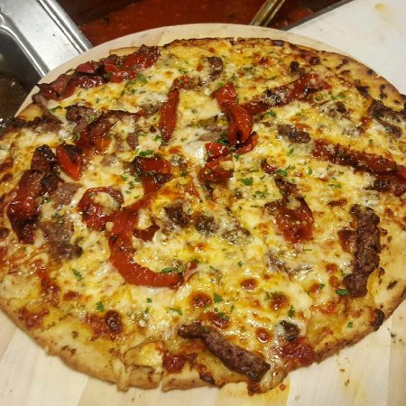 North Attleboro, MA: Steak, Gorgonzola and Roasted Pepper Pizza