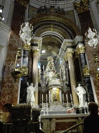 Basilica de la Virgen de los Desamparados: Altar Mayor
