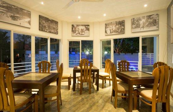 Kundasale, ศรีลังกา: Pool side Restaurant