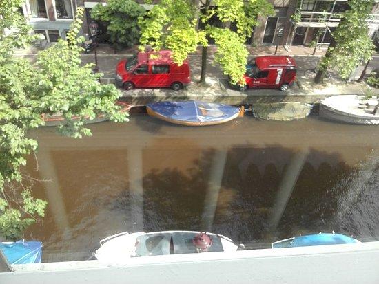 Stayokay Hostel Amsterdam Stadsdoelen: vista desde el 2do piso de una de las habitaciones