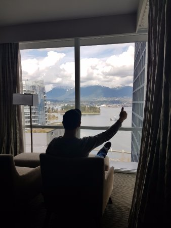 Coast Coal Harbour Hotel by APA: Front Row Seats in one of the world's most beautiful cities!