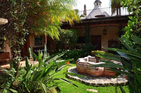Posada de Los Leones: patio encantador