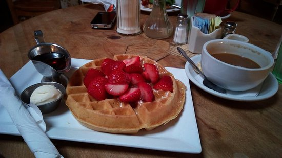 Tryst Coffee House and Bar: Waffle con fragole