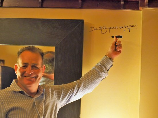 Aberlady, UK: Campo gets his name on the wall from the Bar Putting