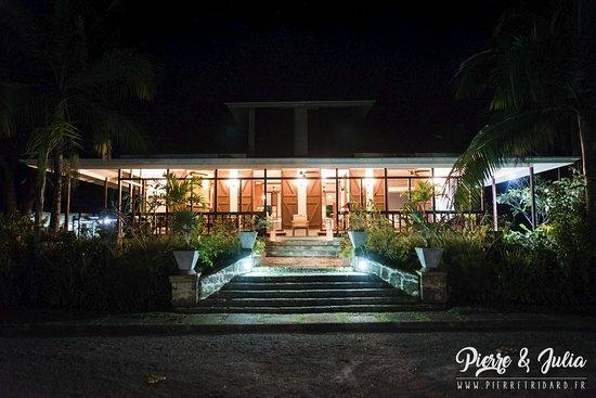 Au Cap, Seychellerna: Vue de la Grande Maison, de nuit