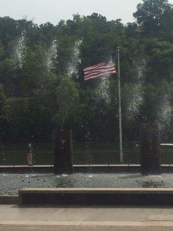 แบรนสัน, มิสซูรี่: The American Flag!