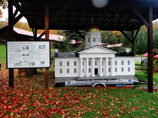 Montpellier, VT: Model of Vermont State House on display